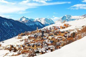 village enneigé alpes du sud